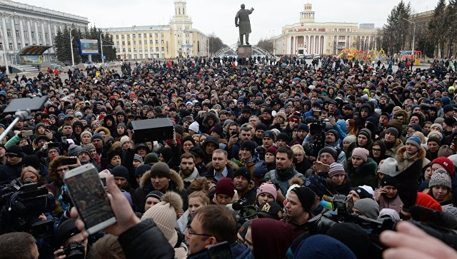41 de copii au murit în incendiul de la Kemerovo; Oamenii au ieșit în stradă