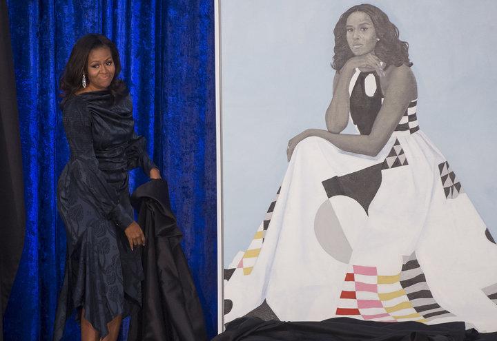 Portretul lui Michelle Obama e atât de popular, încât a trebuit să fie mutat