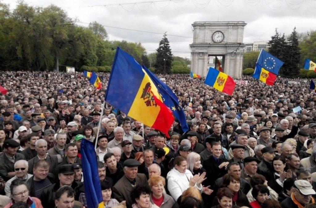 Revista politică de la Harvard: Oligarhia politică amenință democrația în Republica Moldova