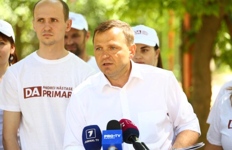 Andrei Năstase promite să nu permită ca între blocurile locative să apară construcţii