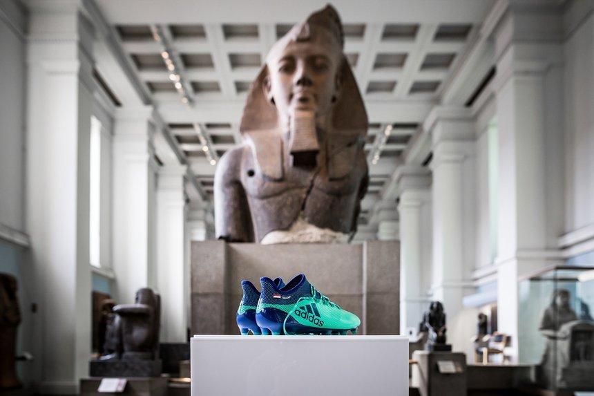 Ghetele lui Mohamed Salah, expuse la British Museum alături de obiecte din Egiptul antic