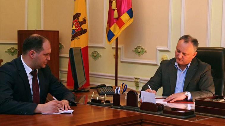 (VIDEO) Semnează angajamente marca Dodon; Ceban promite că se leapădă de PSRM dacă ajunge primar