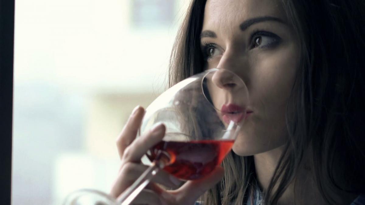 Consumul de alcool, o problemă gravă tot mai răspândită printre femei