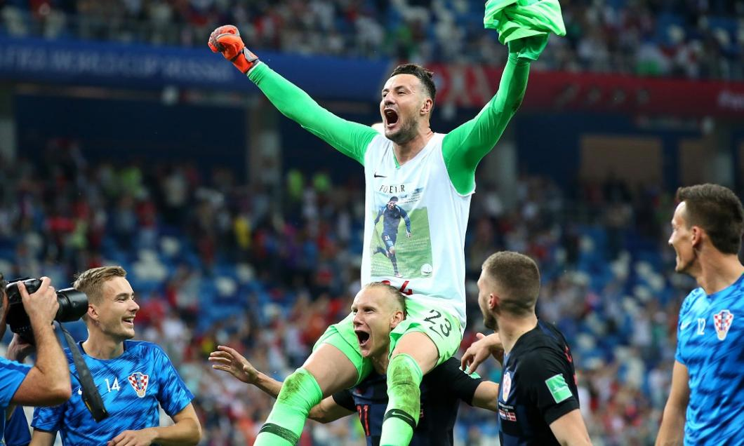 (VIDEO) Eroul Croației din meciul cu Danemarca, aproape de a fi accidentat de un coleg