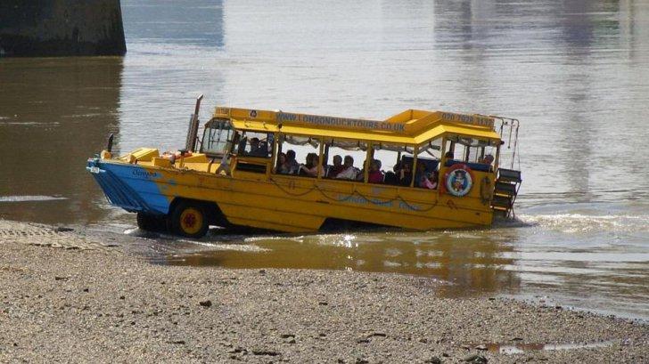 Furtuna-monstru izbucnită pe un lac a scufundat o ambarcațiune cu turiști: 11 oameni au murit