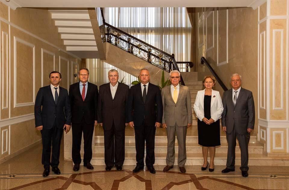 Dodon vrea constituirea unui consiliu din care vor face parte foştii preşedinţi, prim-miniştri şi speakeri