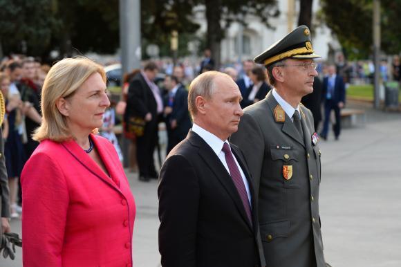 Vladimir Putin vine cu un cadou special la nunta unui important ministru austriac