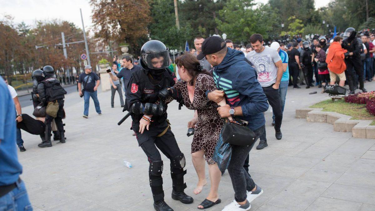 Acțiunile poliției în dimineața zilei de 27 august, ilegale; Ce trebuie să facă cei care au avut de suferit