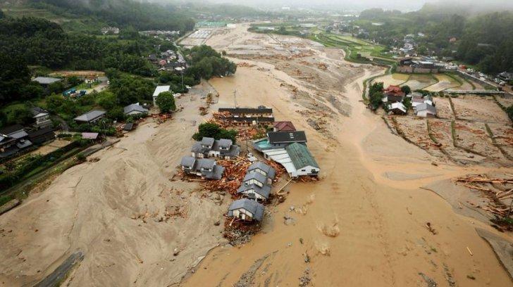 Peste un milion de persoane au fost evacuate în urma inundaţiilor
