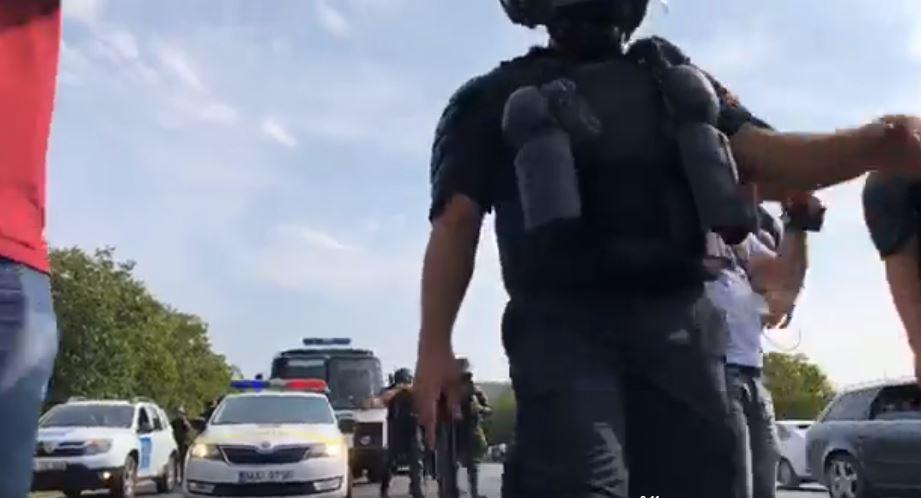 (VIDEO) Ciocniri între unioniști și polițiști; A fost agresat și un deputat român
