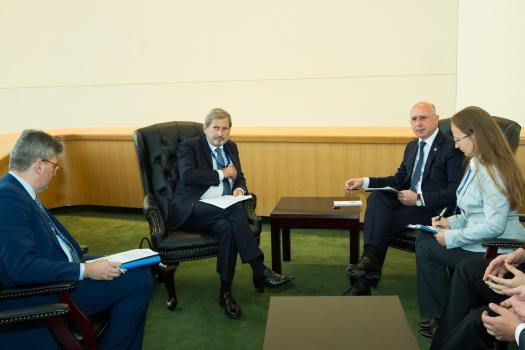 """(FOTO) Hahn l-a avertizat pe Filip și la Adunarea ONU: """"I-am înmânat o listă cu acțiuni ce trebuiesc îndeplinite urgent"""""""