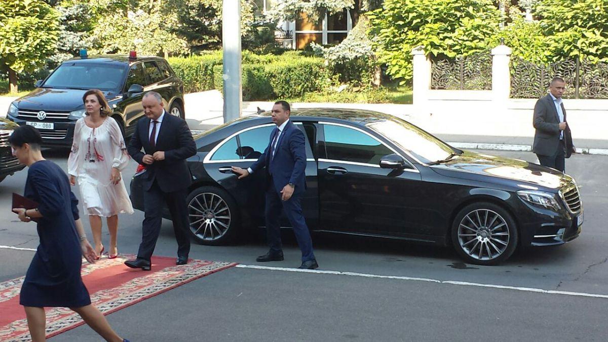 (FOTO) Igor Dodon, cu un nou Mercedess S-Class