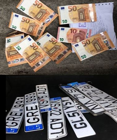 (VIDEO) Furau plăcuțe de înmatriculare, apoi cereau bani în schimbul lor. Un cuplu a fost reținut