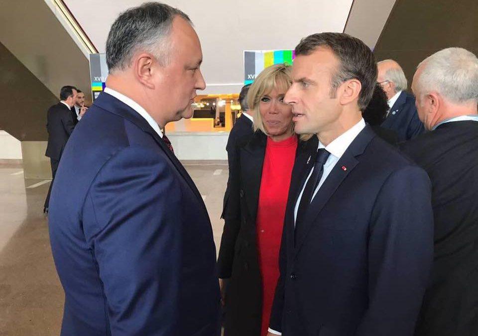 Dodon, faţă-n faţă cu Macron: Acesta ascunde ce a discutat cu președintele francez