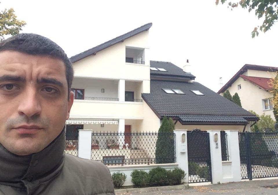 """(VIDEO) George Simion protestează la vila lui Plahotniuc din București: """"A aparținut KGB-ului rusesc"""""""