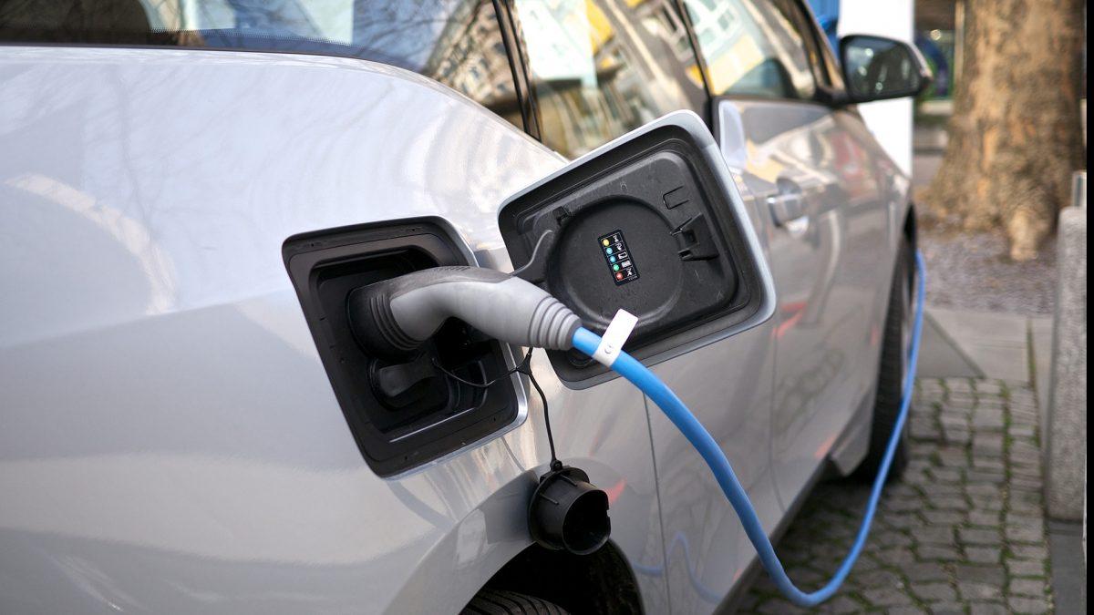 Țara europeană în care fiecare a doua mașină vândută este electrificată