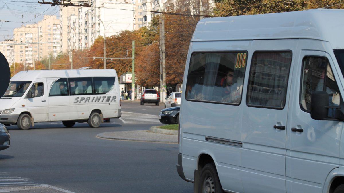 Mai multe microbuze își schimbă itinerarele