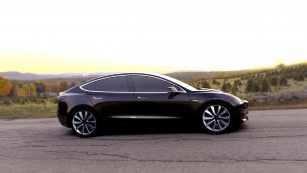 Tesla lansează noua versiune a sedanului Model 3, în valoare de 45.000 de dolari
