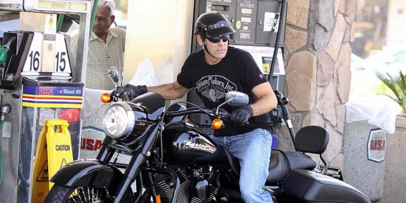 Pentru cine își donează George Clooney una dintre cele mai noi motociclete