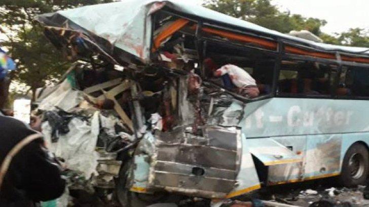 Accident îngrozitor, cu 47 de morţi: Două autobuze s-au ciocnit frontal