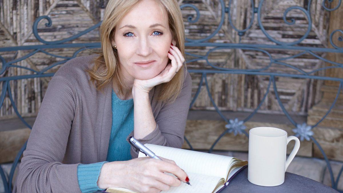 J. K. Rowling, autoarea seriei Harry Potter, își dă în judecată fosta asistentă