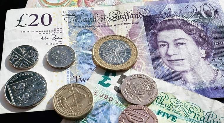 Prăbușire pentru lira sterlină