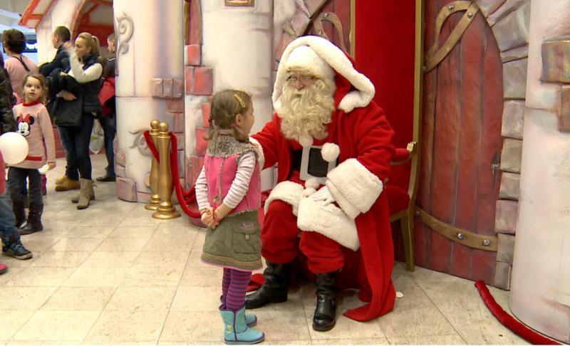 O profesoară le-a spus elevilor de clasa I că Moș Crăciun nu există; Ce a pățit aceasta după