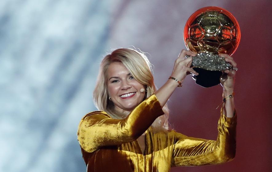 """Prima femeie care a câștigat Ballon d'Or Féminin a fost întrebată dacă știe să danseze twerk în timp ce își lua premiul: """"A fost foarte frustrant"""""""