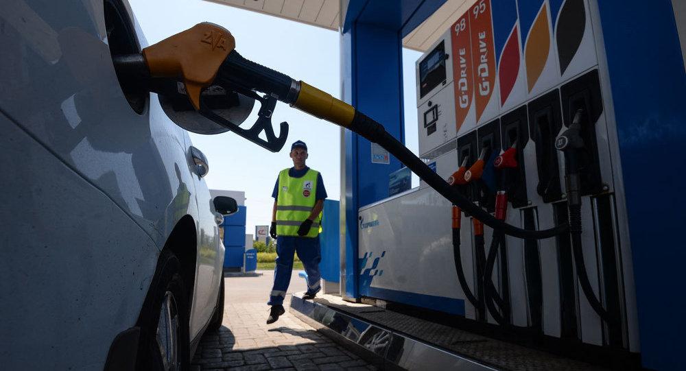 (FOTO) S-au scumpit carburanții; Cât costă un litru de benzină și motorină