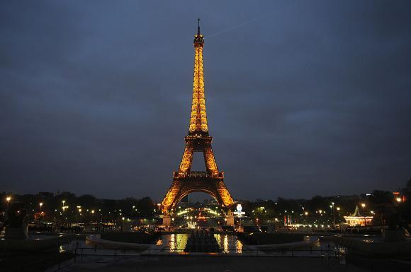 """Turnul Eiffel se închide: Decizia autorităților înaintea protestelor """"vestelor galbene"""""""