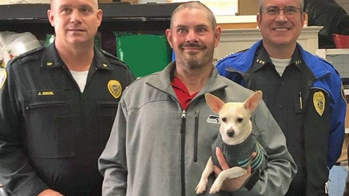 Un bărbat fără adăpost a găsit o geantă cu 17 000 de dolari – și a dat-o unei organizații de caritate