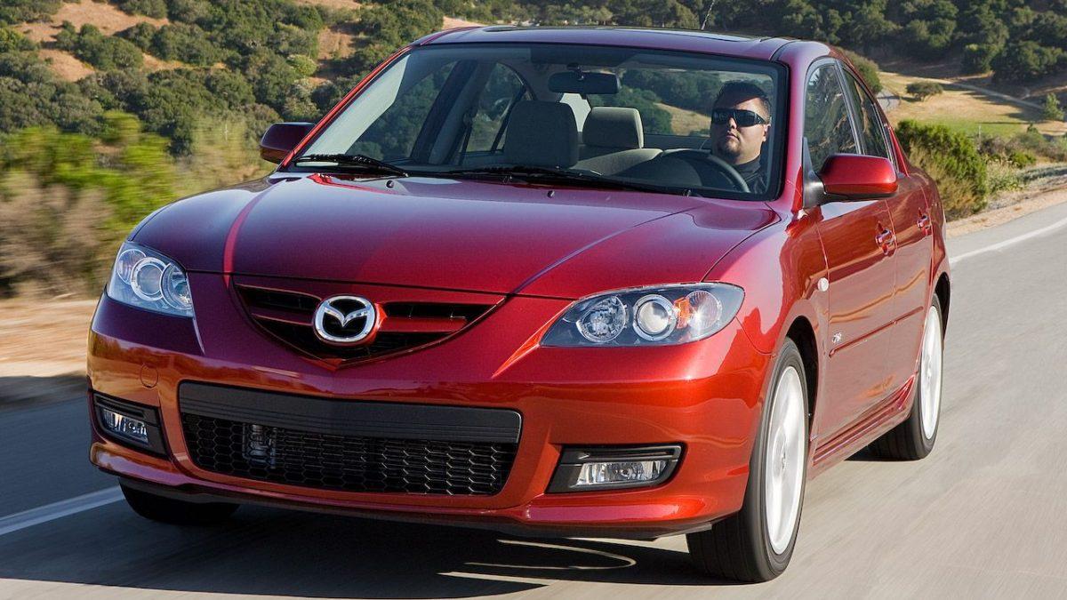 """AGEPI va organiza o licitație """"cu reducere""""; Prețurile inițiale pentru automobilele Mazda 3"""