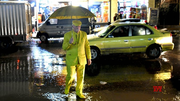 """(FOTO) """"Omul galben"""" din Aleppo: Povestea bărbatului care poartă aceeaşi culoare de o viață"""