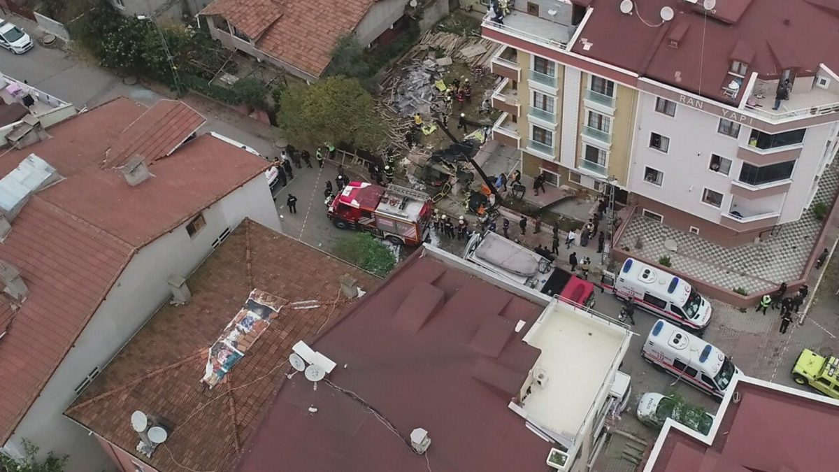 (VIDEO) Elicopter militar, prăbușit în Istanbul: Mai multe persoane și-au pierdut viața