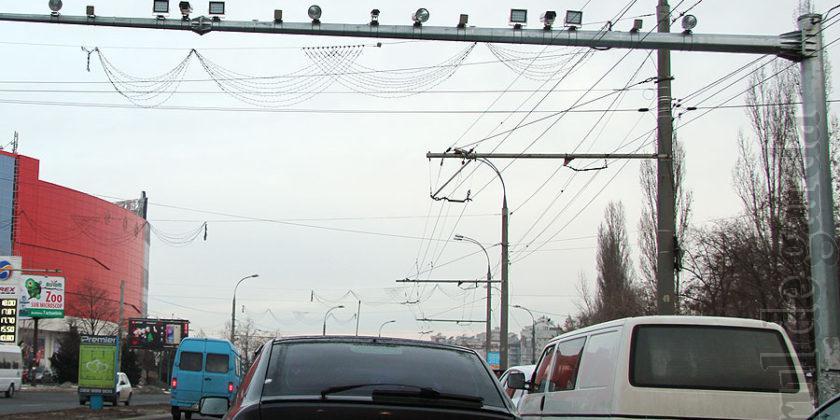 Camerele de monitorizare a traficului rutier vor fi transmise în gestiunea unei firme private, care va încasa 50% din suma amenzilor