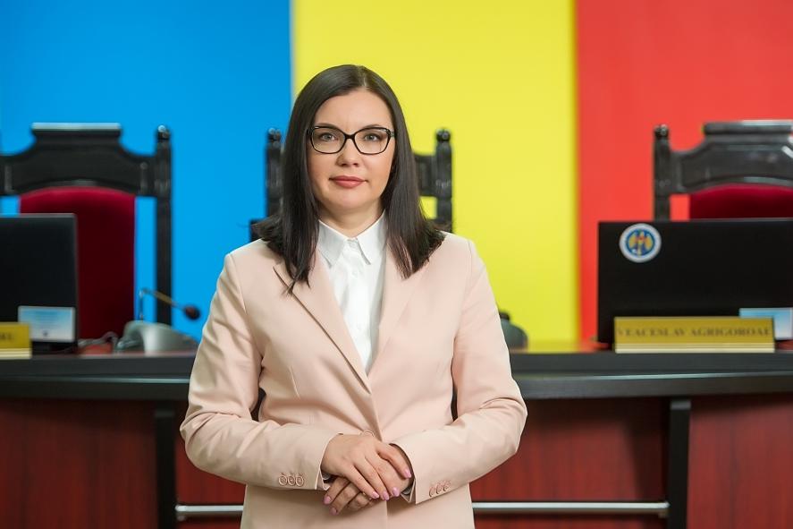 Moldovenii din diasporă nu vor putea vota cu pașapoartele expirate; Șefa CEC: Am încălca legea dacă am permite asta