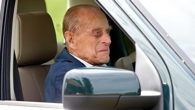 După accidentul de luna trecută, Prinţul Philip a renunţat la permisul de conducere