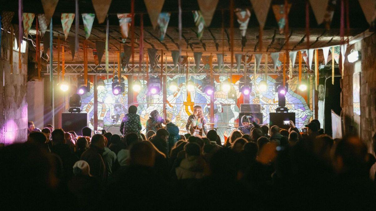 Și acum să vină primăvara! Peste 5000 de persoane s-au distrat la Carnavalul lui Dragobete de la Underland Wine & Music Fest