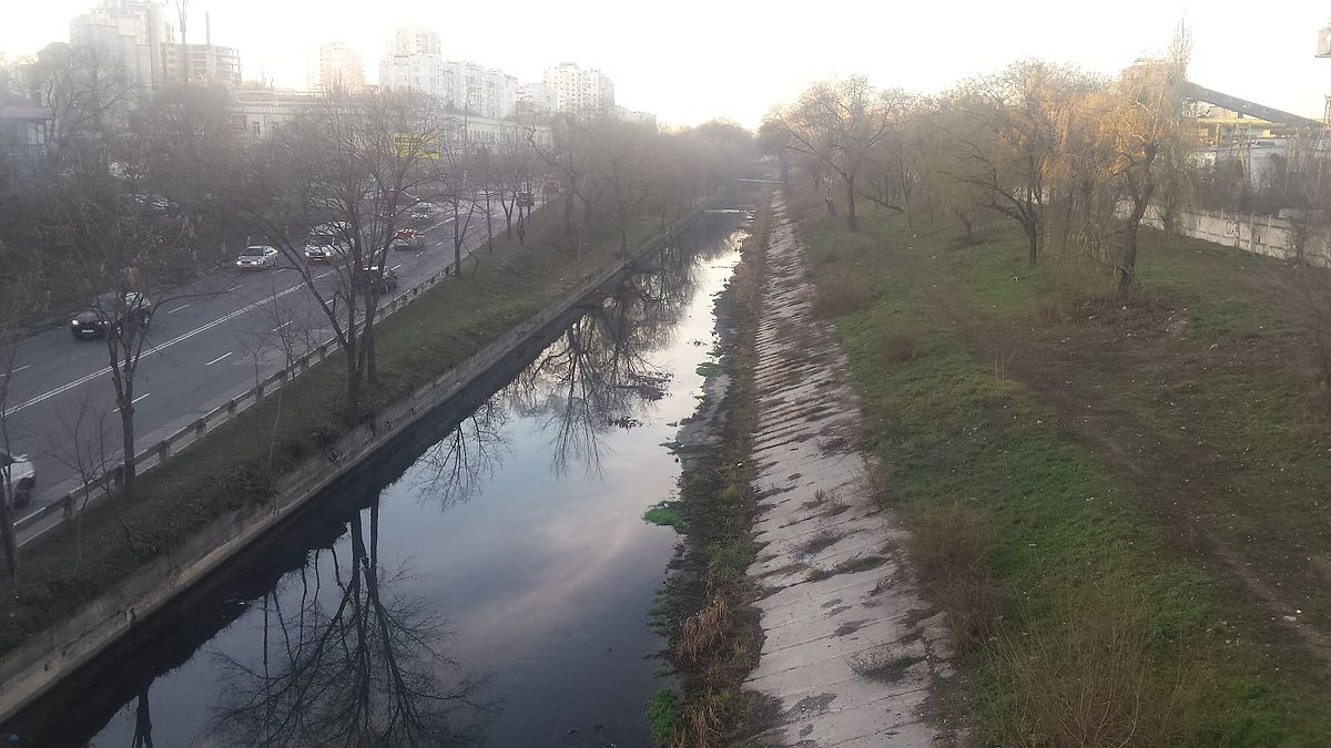 Chișinăuienii, îndemnați să participe la o acțiune de salubrizare a albiei râului Bâc