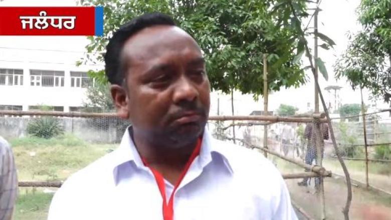 """(VIDEO) Un candidat din India a plâns când a aflat că a luat doar cinci voturi: """"Sunt nouă votanți în familia mea"""""""