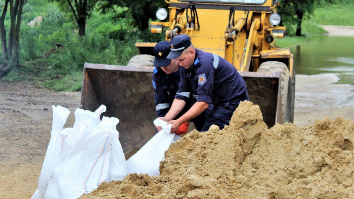 Salvatorii au reușit să evite inundarea a peste 450 de case din Republica Moldova