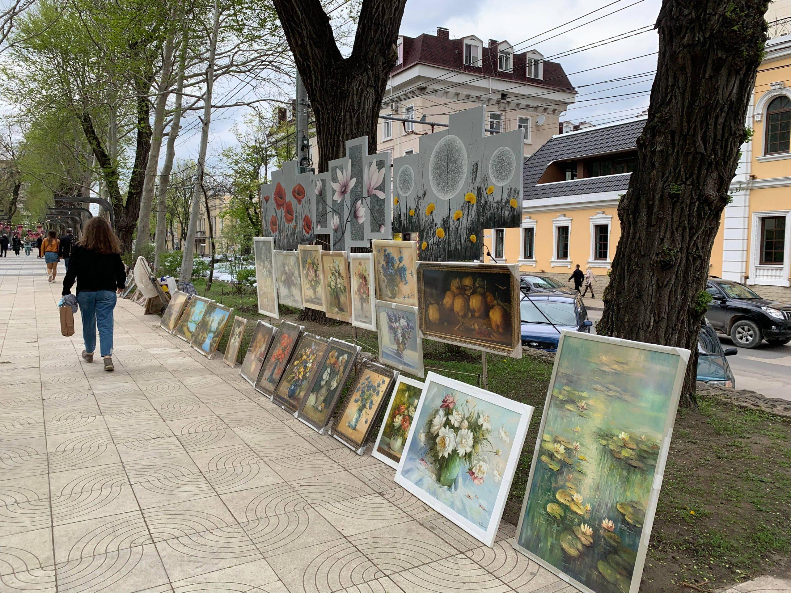 """FOTO: Mihaela Baciu. """"Aleea artiștilor de creaţie, expoziție de vânzare"""""""